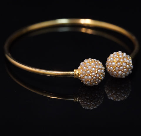 Snowball Bangle. Natural pearl open-type bangle with 21kt gold  معضد كرة الثلج. معضد لؤلؤ طبيعي مع ذهب قيراط ٢١