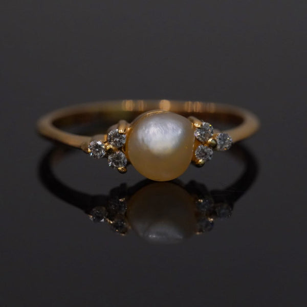 Luxury diamond ring with natural pearl خاتم الماس ولولو راقي