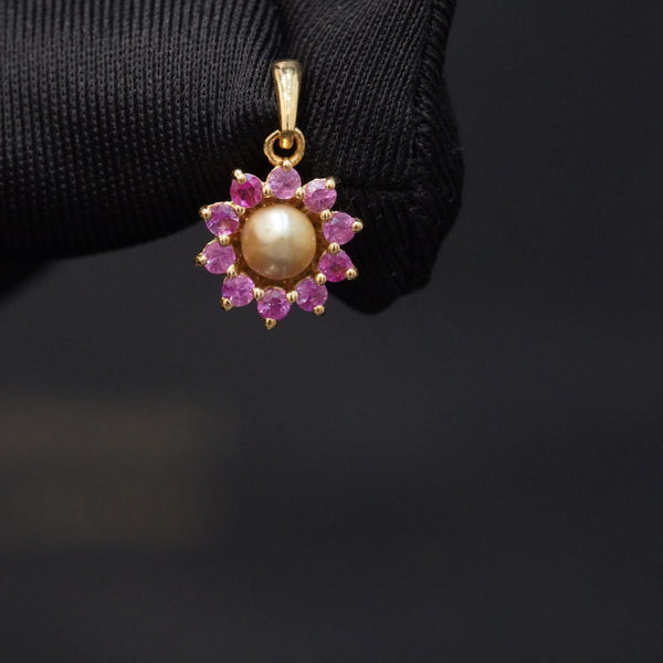 Luxury pink sapphire pendant with natural pearl & 18kt gold تعليقة راقية سافاير وردي مع لؤلؤ طبيعي وذهب قيراط ١٨
