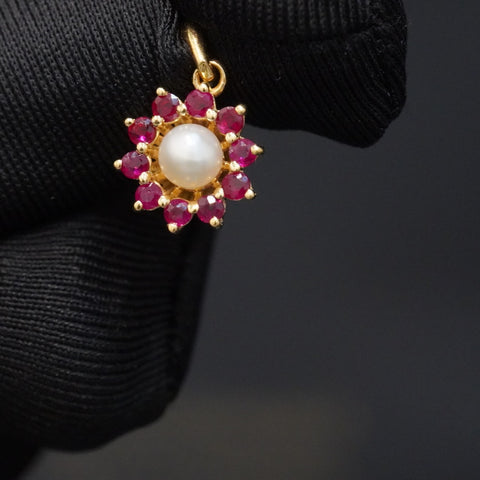Luxury red ruby pendant with natural pearl & 18kt gold تعليقة ذهب قيراط ١٨  راقية مع لؤلؤ طبيعي وياقوت احمر