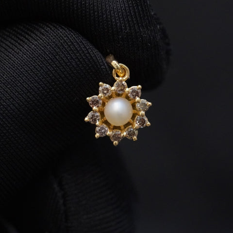 Luxury brown diamond pendant with natural pearl & 18kt gold الماس بني راقي مع لؤلؤ طبيعي وذهب قيراط ١٨ تعليقة