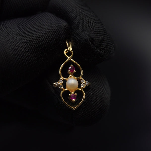 Natural pearl pendant with belgian diamond, red ruby & 18kt gold تعليقة لؤلؤ طبيعي بحريني والماس وياقوت وذهب قيراط ١٨