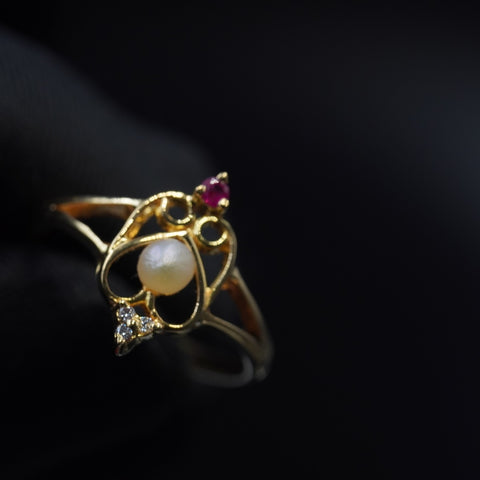 Bahraini natural pearl ring with diamond, red ruby & 18k gold   خاتم  لؤلؤ طبيعي بحريني وذهب قيراط ١٨ وياقوت احمر طبيعي  والماس