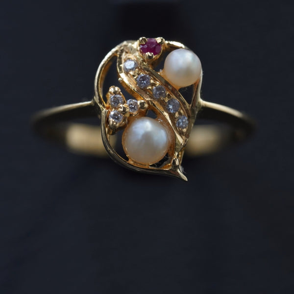 Bahraini natural pearl ring with diamond & 18kt gold  خاتم لؤلؤ طبيعي مع ذهب قيراط ١٨ والماس وياقوت داكن