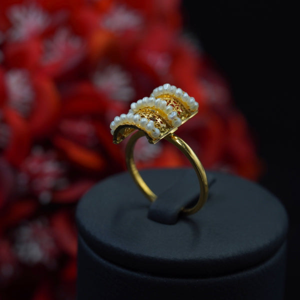 21kt gold ring with Bahraini natural pearl خاتم لؤلؤ طبيعي بحريني مع ذهب قيراط ٢١