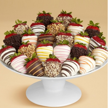 Two Dozen Chocolate Dipped Strawberries - D'Decorations Flower Shop | Floreria