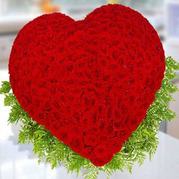 200 Roses Heart of Love - D'Decorations Flower Shop | Floreria