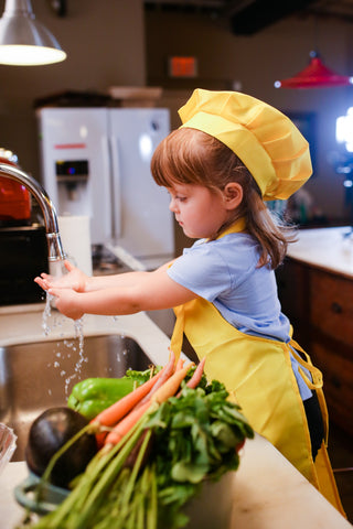 letting toddler help in the kitchen tips