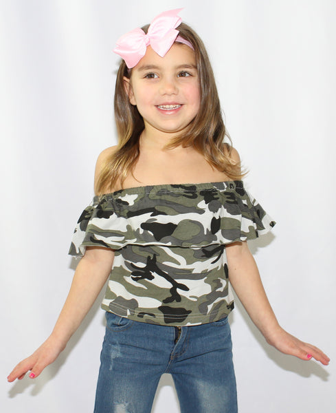 This camouflage off the shoulder top goes perfect with the ripped capri jeans.