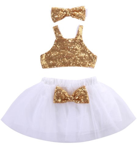 This beautiful set is for the sparkly lil divas that love their big bows and fluffy tutu's! This three piece set if perfect for parties and photoshoots. The set includes sparkle halter, tutu with puffy bow and headband.