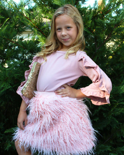 This fluffy mid waist skirt is perfect for you precious mini diva. It is super puffy and soft making it fun for them to wear! The waist is elastic and is stretchy which makes tucking in a shirt a breeze.