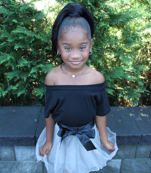 The Soho 2 piece set is perfect for the city girl diva's! The set includes black off the shoulder top and grey tulle skirt with black ribbon that ties in a bow. So elegant and oh so super chic! Your toddler girl will love how fancy she looks!