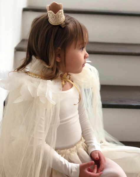 This Petite Hailey gorgeous floor length cape is the perfect addition to any of our dresses. The neckline is lined with feathers and ties with a ribbon. Your princess will love to model her gorgeous new cape! This is a must have for her wardrobe. Perfect for ages 3+.