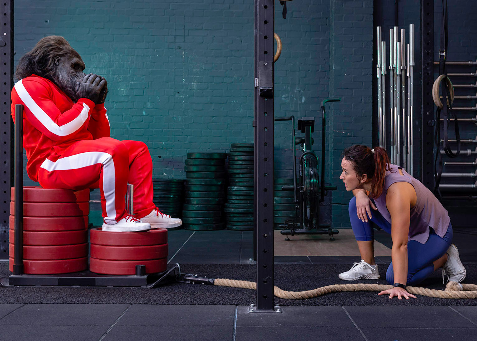 Personal trainer coaching crossfit