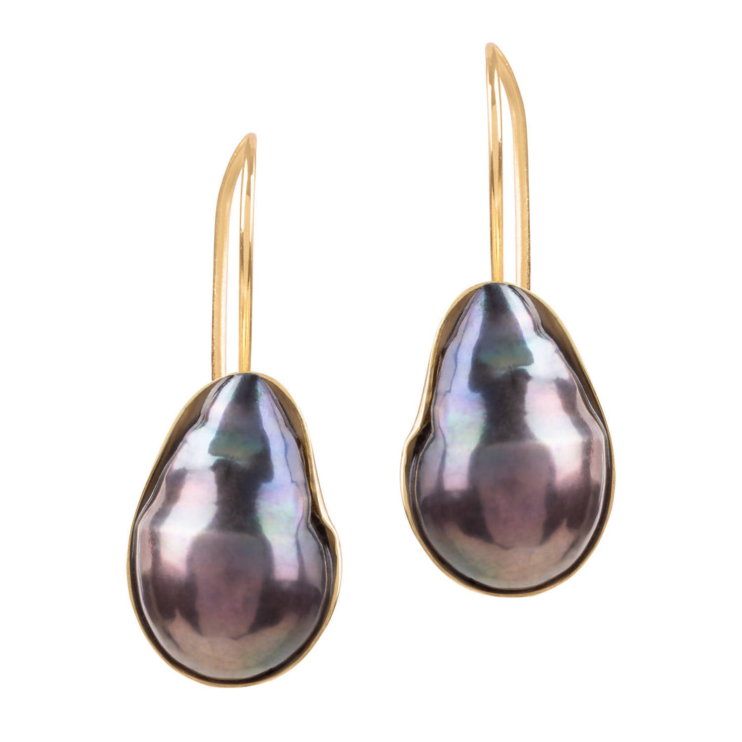 VENUS DARK GREY PEARL EARRINGS IN GOLD SHELL