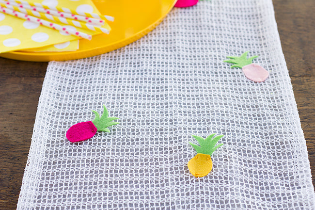 DIY Pineapple Table Runner Finish 1