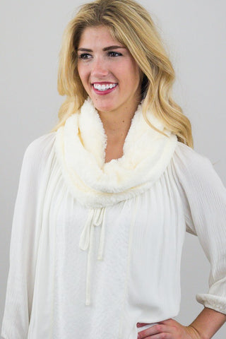 Betty Fur Muffler Ivory