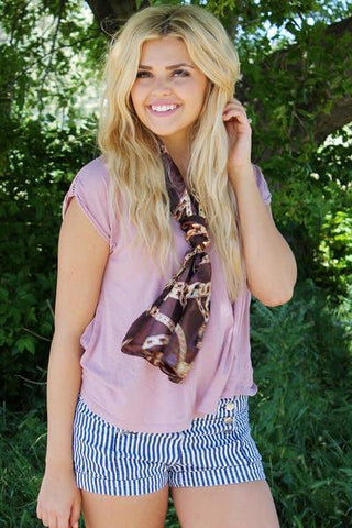 Chain Link Scarf Brown With Model