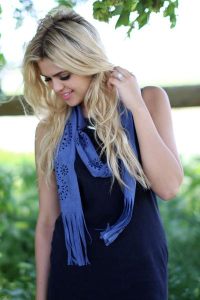 Cut Out Fringe Scarf Blue With Model