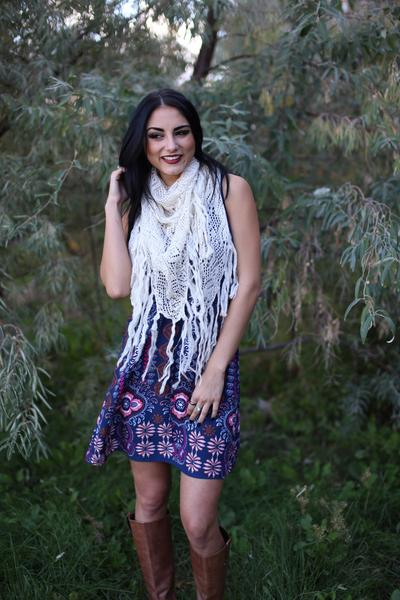 Tiana Knit Triangle Fringe Scarf Ivory With Model