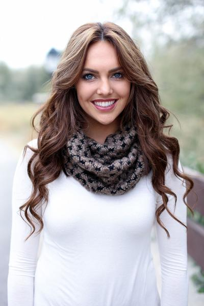 Trudy Popcorn Knit Infinity Scarf Brown With Girl