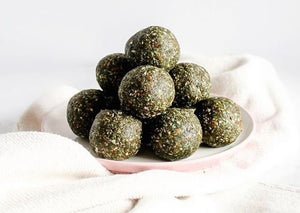 Coconut Spirulina Balls from The Wellth