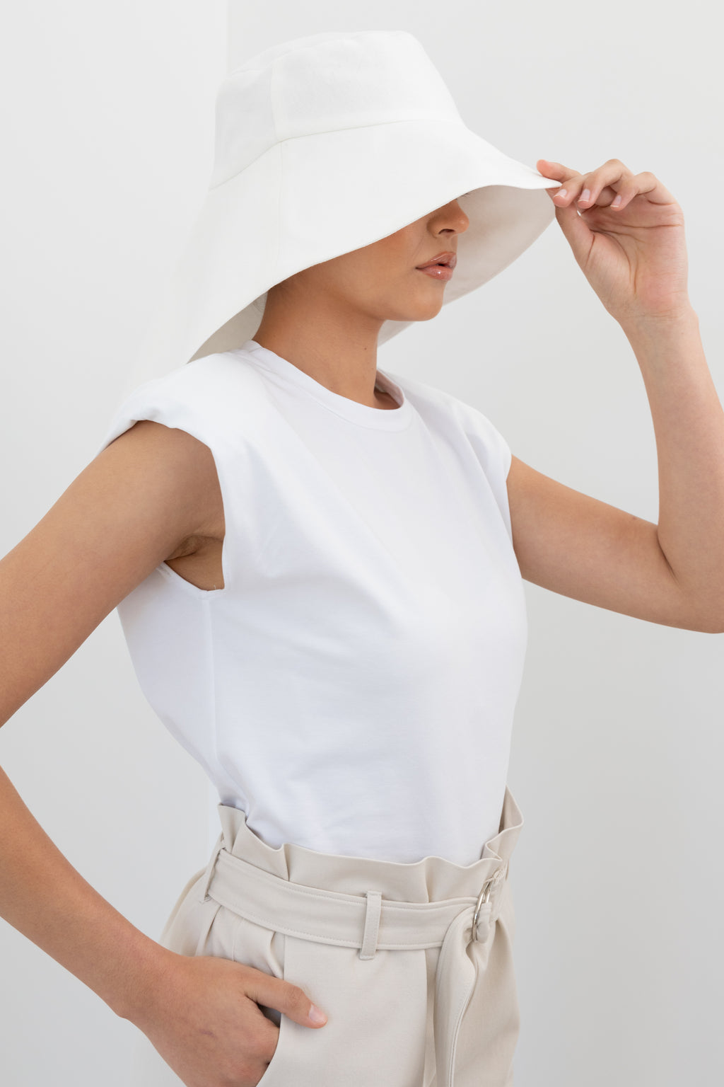 The Alba Hat | White and Black