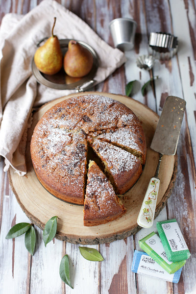 Light pear, chocolate and spirulina cake