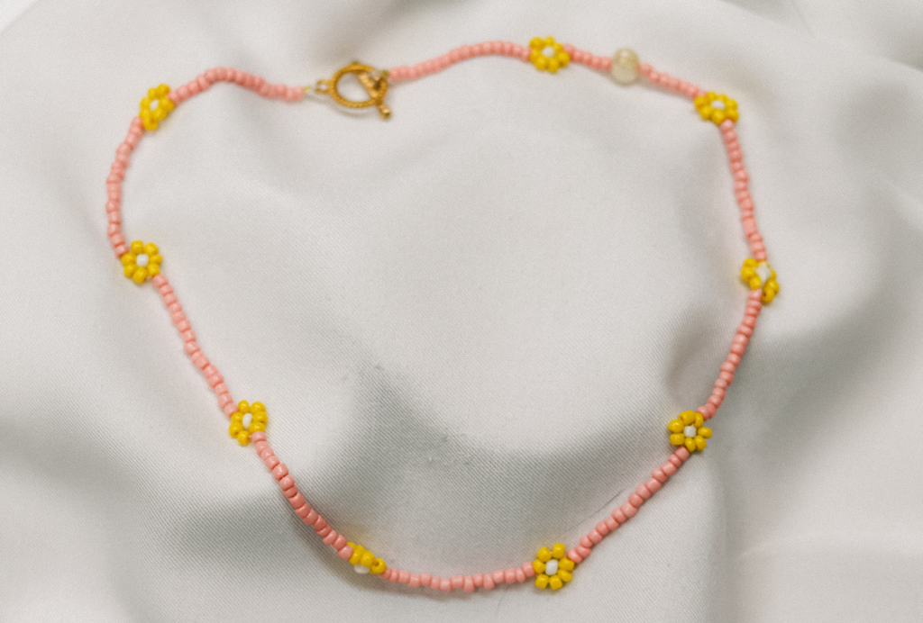 Daisy chain Necklace Pink