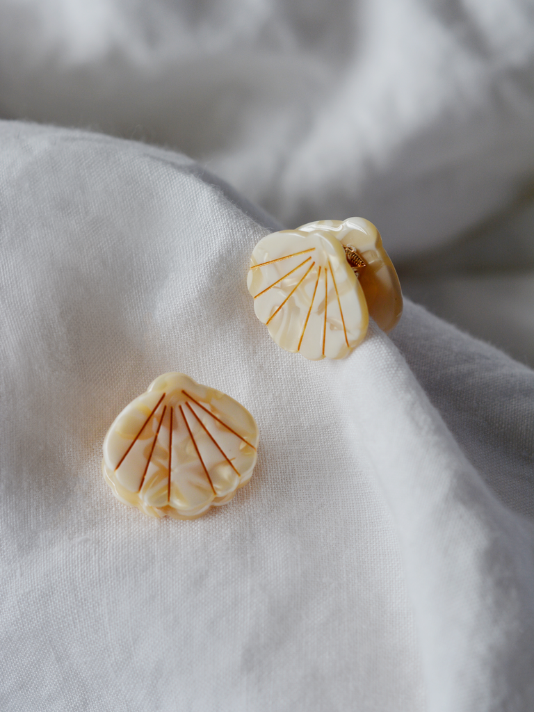 Shell Clip Pearl White