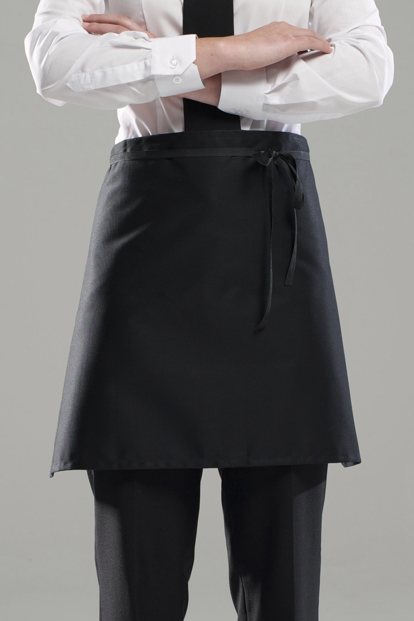 'Staple' 1/2 Waist Apron with pocket-Black