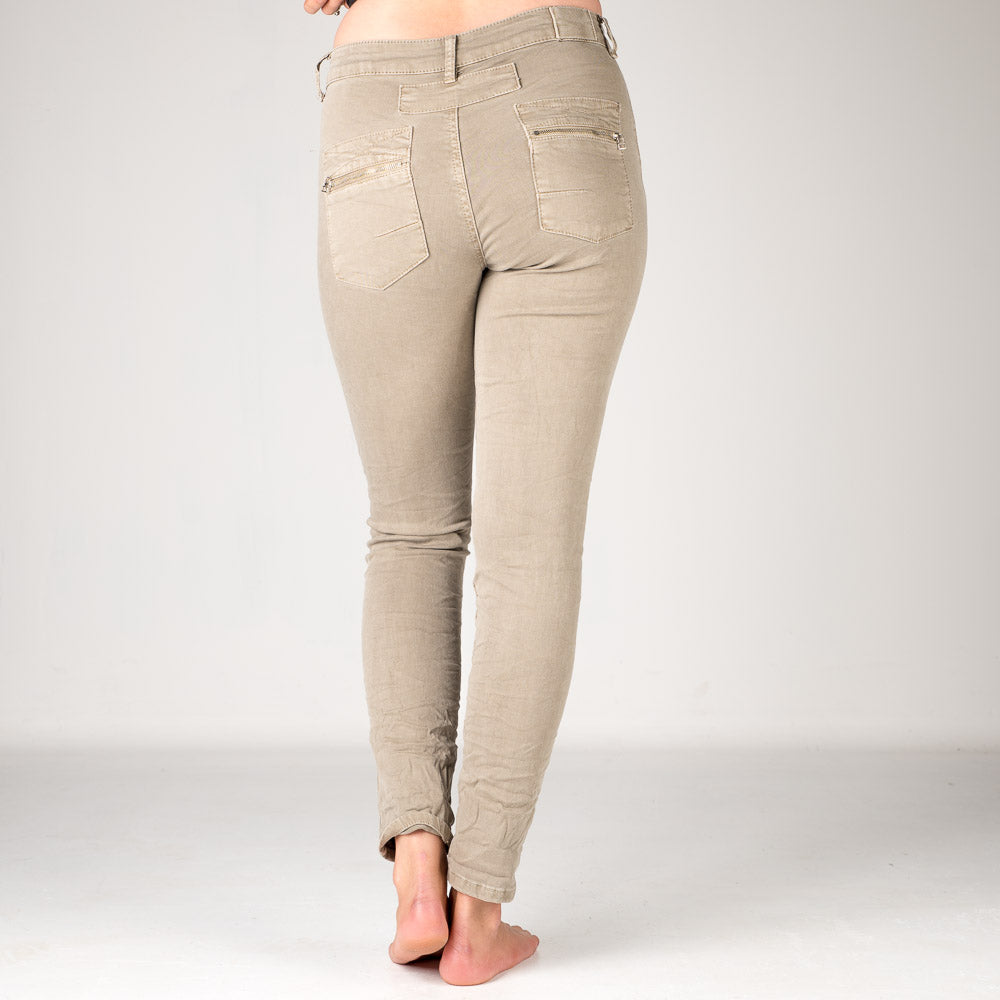 Melly & Co Fawn 5 Button Hole Detail Jeans
