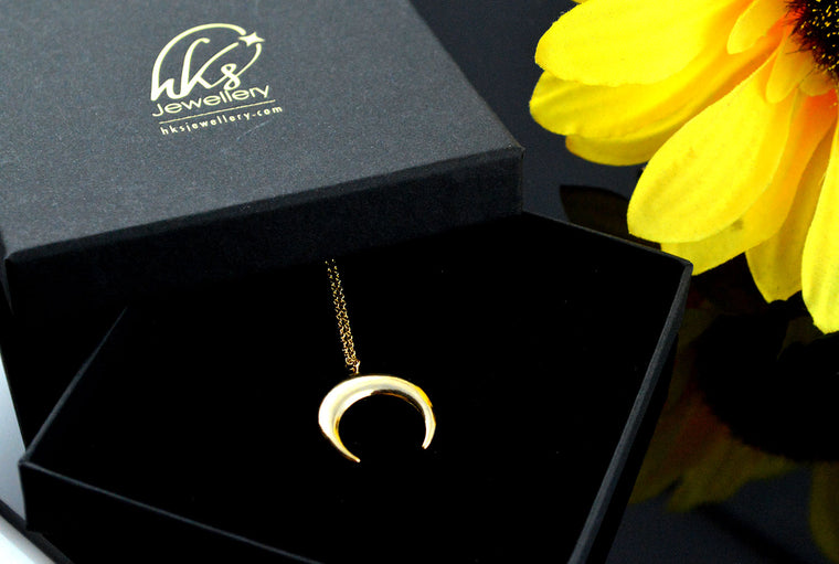Crescent Moon Pendant Dainty Necklace