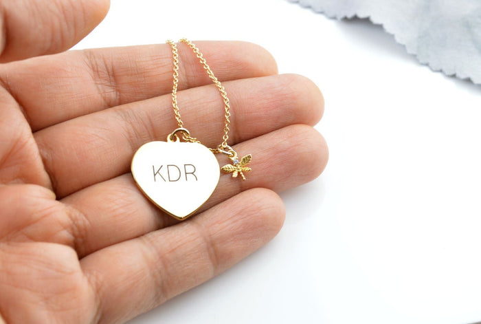 Gold heart pendant necklaces