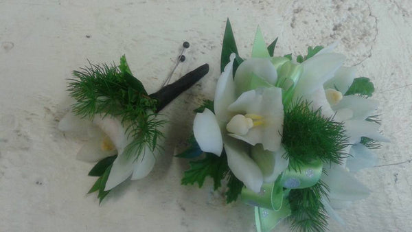 Corsage and Boutonniere Set