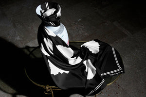 """B&W Cotton Paper Simplicity"" giant scarf 140"