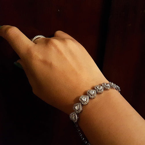 The handmade 92.5 silver bracelet has silver and zirconia stone hearts chain. Ideal for casual and indian attires.