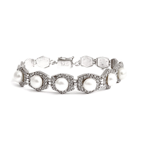 Hexagon shape pearl bracelet made with cubic zirconia stone and 925 silver. This beaded bracelet is a beautiful piece of silver jewelry.