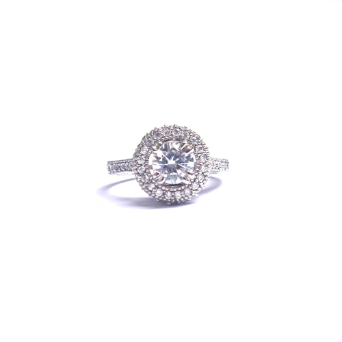 Imperial Silver Solitaire Zirconia Diamond Ring gives you an extra edge of sophistication.