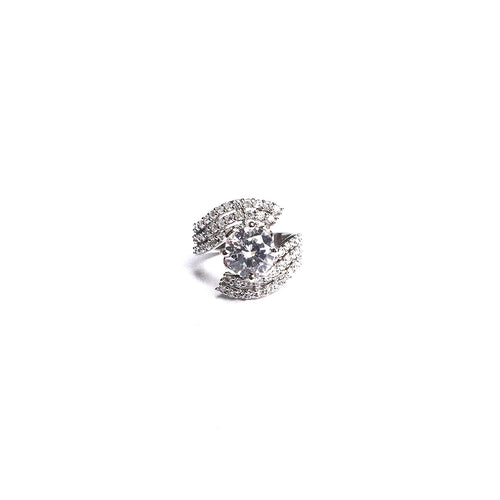 This reveler cocktail 92.5 silver ring is made with beautiful silver & zircon stone pattern at the circumference with one medium size zircon solitaire in the centre. It is perfect for formal and casual wear.
