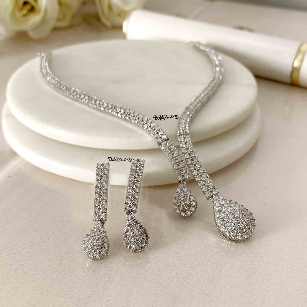 Urbane Silver Necklace Set - Boldiful