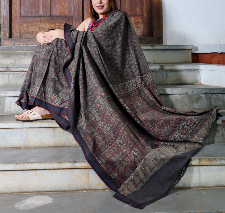 AJRAKH SAREE : BLACK : MEHNDI GREEN : ALIZARIN RED