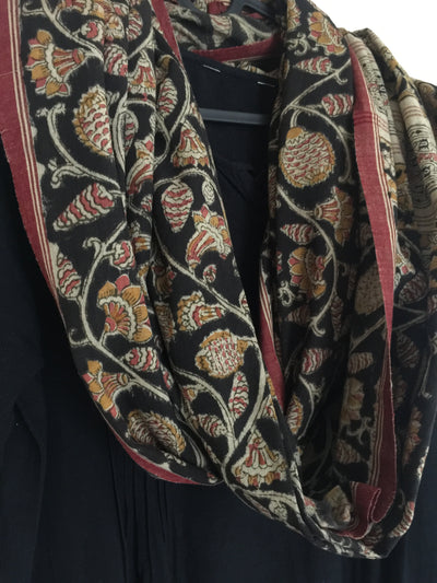 KALAMKARI DUPATTA : BLACK : MANJISHTHA BRICK RED : ANAR YELLOW