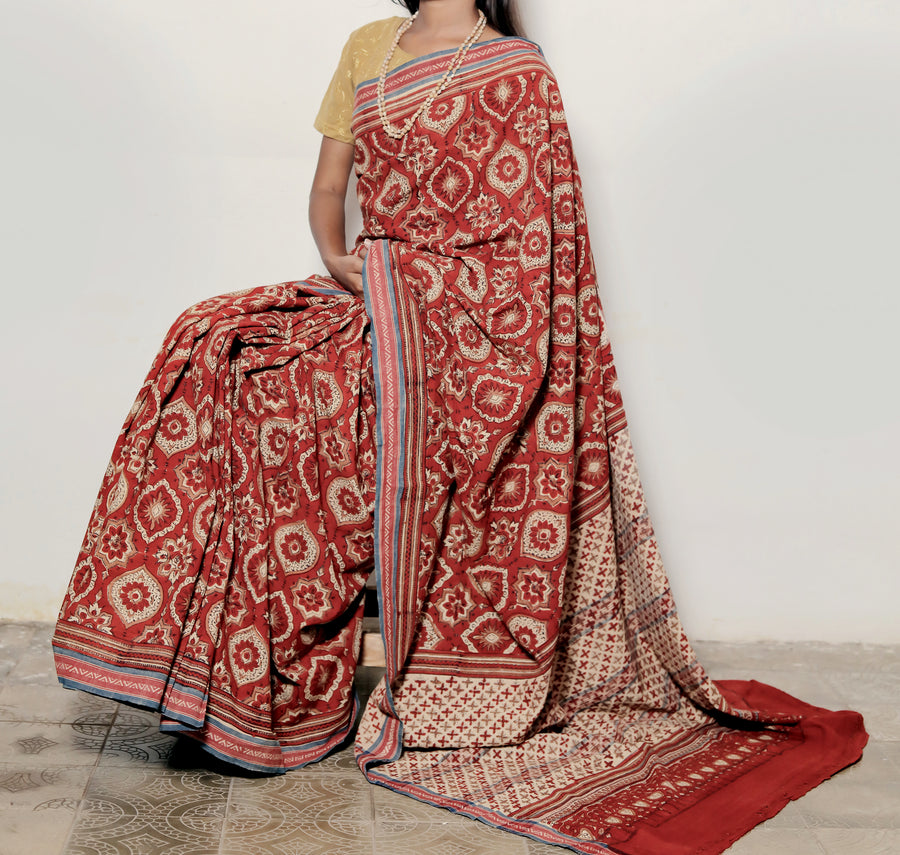 AJRAKH SAREE : ALIZARIN RED : KORA : KATHA BROWN