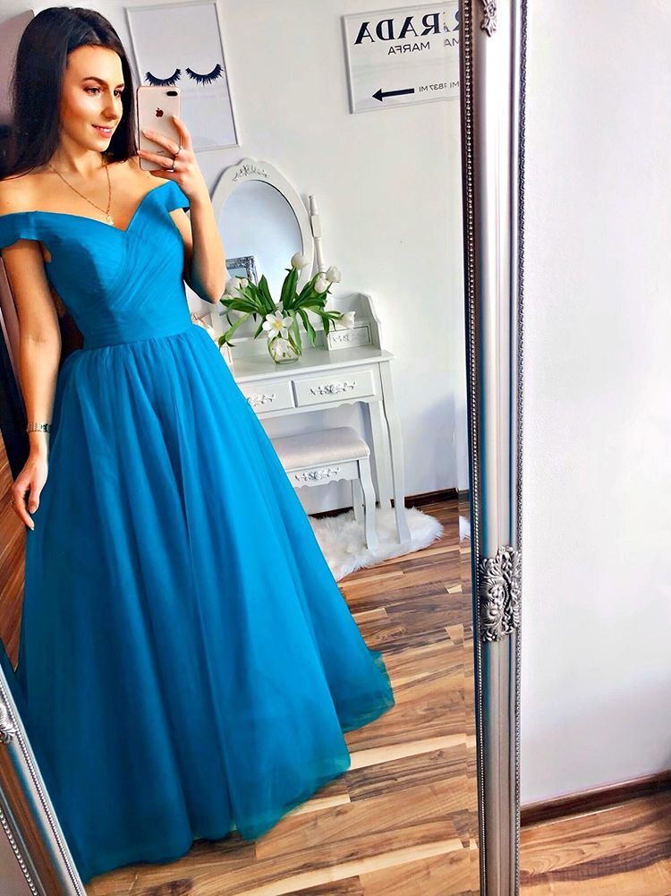 beautiful blue gown prom dress