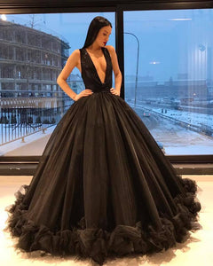 Sexy Plunge V Neckline Ball Gown Evening Dresses 2018 Black Tulle Ruffles Ball Gown Formal Dress