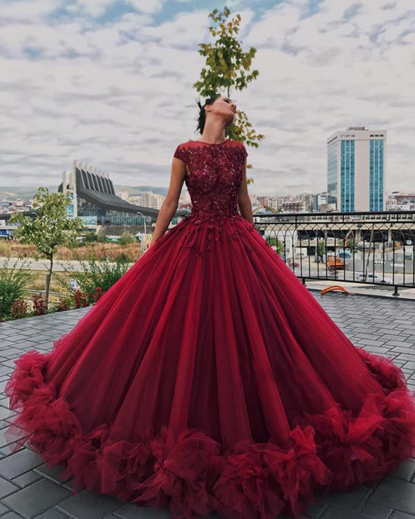 995485ee61d Burgundy Quinceanera Dresses with Lace Appliques Beaded Sexy Puffy Tulle  Ruffles Ball Gowns Sweet 16 Dress