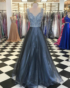 Sparkly Prom Dresses with V Neckline Beaded 2018 Elegant Gray Prom Gowns with Beadings