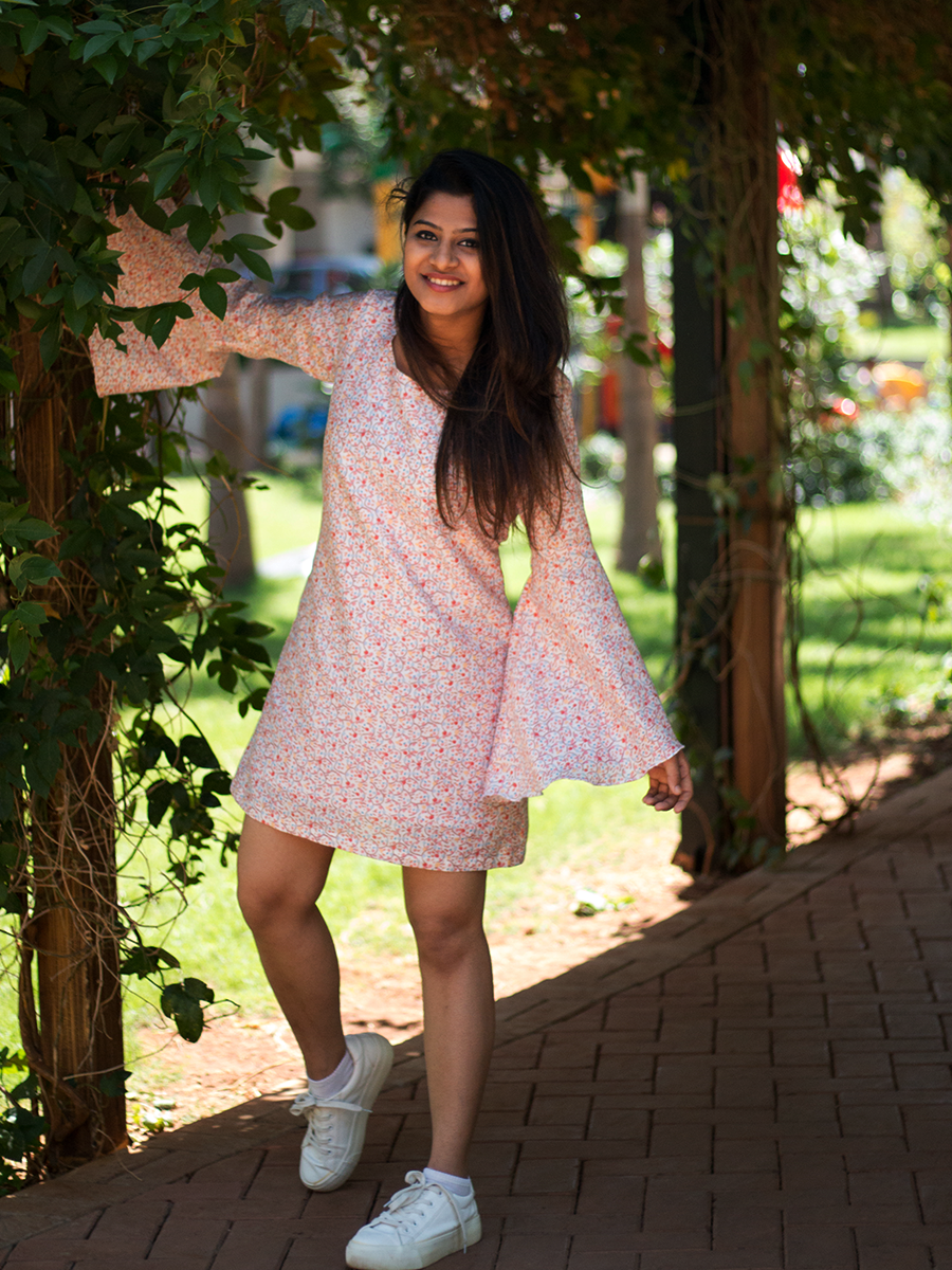 Peach dress with exaggerated sleeves - WhySoBlue