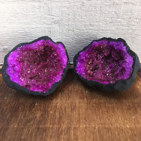 Coloured Geodes